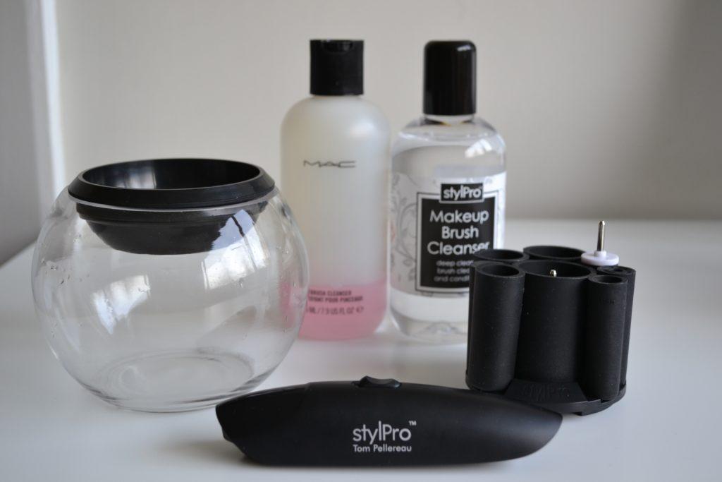Style-Pro-Makeup-Cleaner-Tom-Pellereau.-The-Beauty-Business.com_